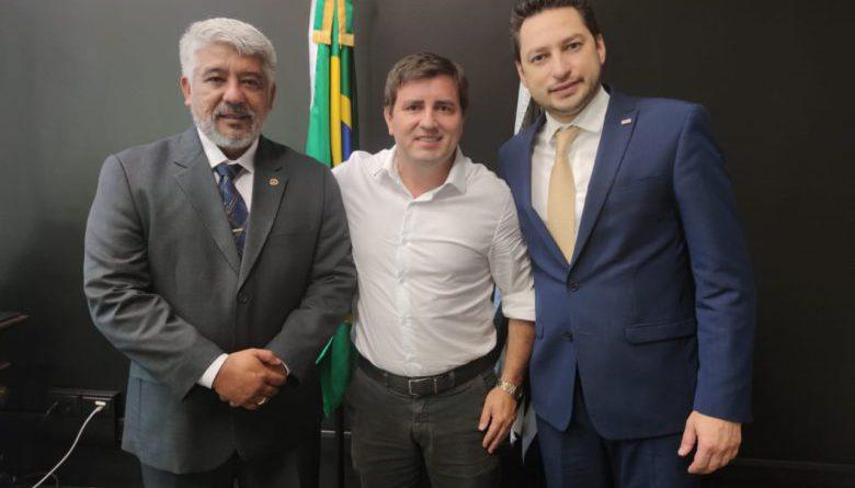 Deputado Sargento Neri e Mário Pires se reúnem com Secretário de Desenvolvimento Marco Vinholi