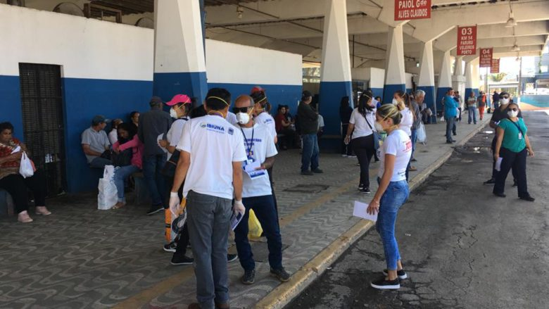 Prefeitura sai às ruas para conscientizar população sobre coronavírus