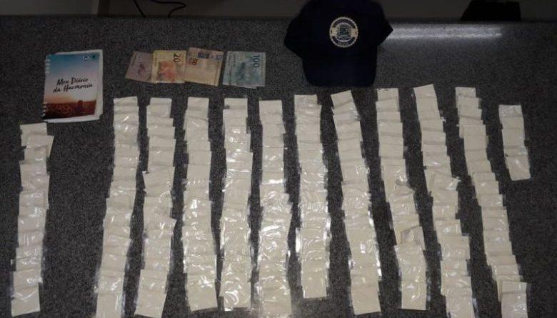 Menor é detido com mais de 200 porções de cocaína em Ibiúna