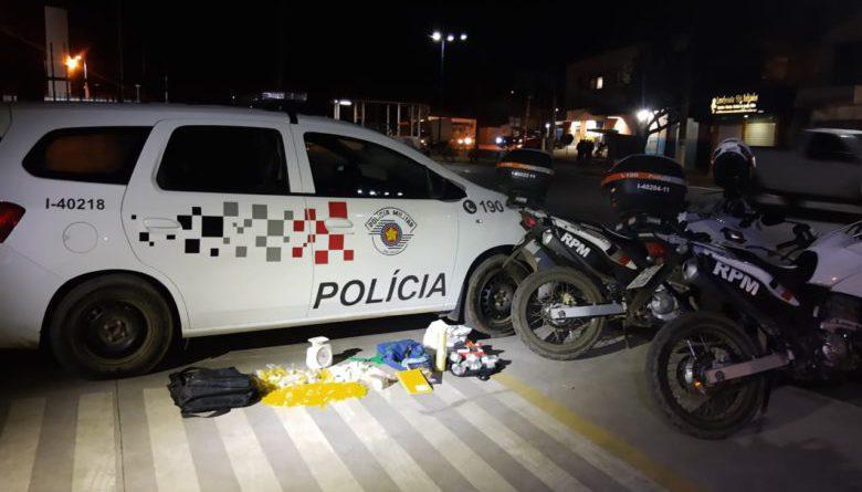 Três presos e mais de 2kg de drogas apreendidas durante ação da PM no Piai